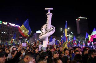 Румунија: Протести у Букурешту због најаве увођења ковид пропусница (видео)
