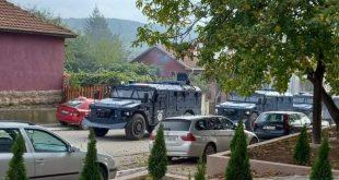 Шиптари напали Косовску Митровицу користећи бојеву муницију, много рањених Срба (видео)